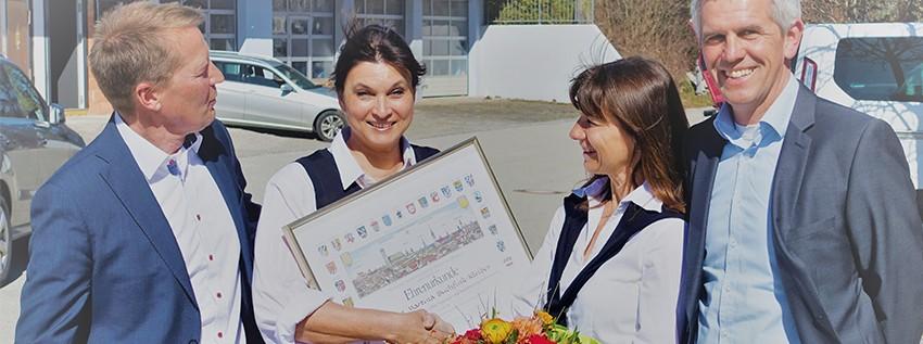 10. Jubiläum - Mitarbeiterin Martina Buchfink-Kleiber - Die Geschäftsleitung gratulierte im feierlichen Rahmen